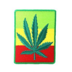 Patch Weed Leaf อาร์มติดเสื้อปักลายใบกัญชาสีเขียว บนพื้นหลังสีสดใส